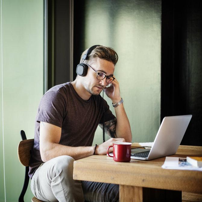 Veja como buscar na internet vagas de emprego para trabalhar de casa