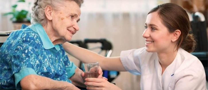 Ocupação de cuidador de idosos cresce 550% em 10 anos no Brasil