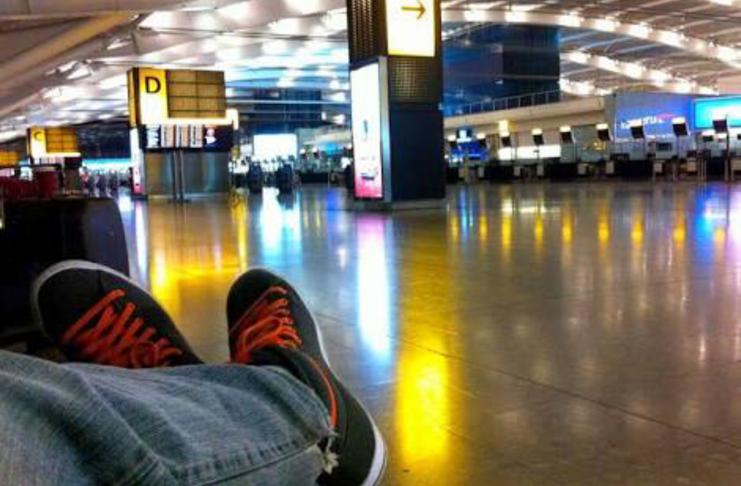 Seu zeca dorme em aeroporto