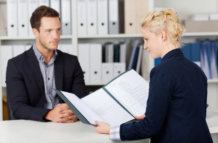 8 perguntas para fazer ao seu entrevistador que farão com que sua candidatura se destaque e apele à ação
