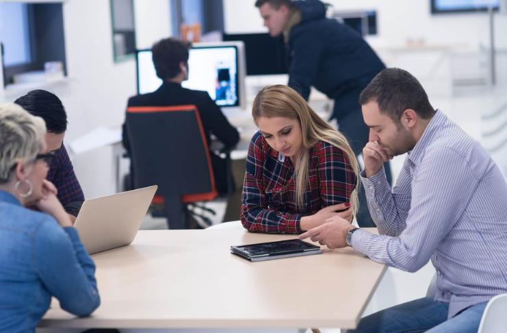 O que um redator de currículo profissional faz pela sua procura de emprego?