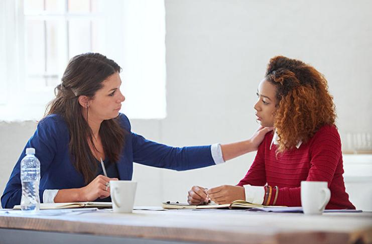 O que os líderes empresariais podem fazer para tranquilizar os funcionários durante uma crise?