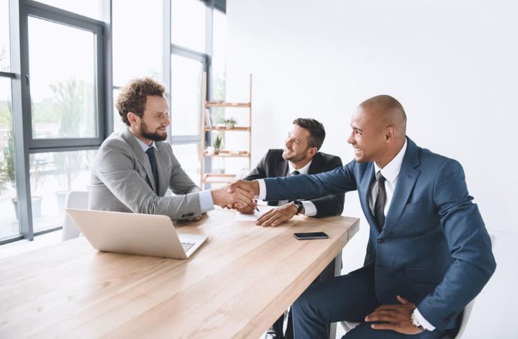 Como os CEOs podem construir uma base para o sucesso durante os primeiros 100 dias