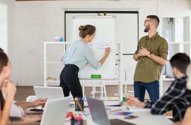 Habilidades sociais de gerenciamento de que você precisa (e como incluí-las em seu currículo)