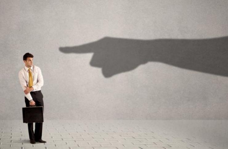 Os sinais de alerta da síndrome do impostor e como ela pode sabotar seu trabalho
