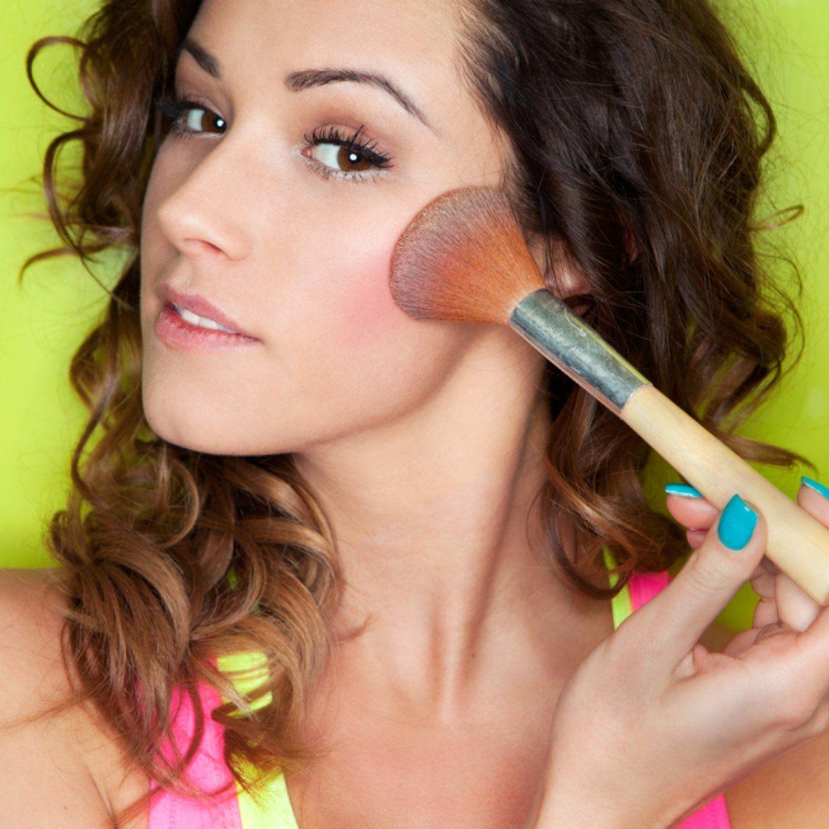 Como fazer uma maquiagem rápida e natural para reuniões de trabalho